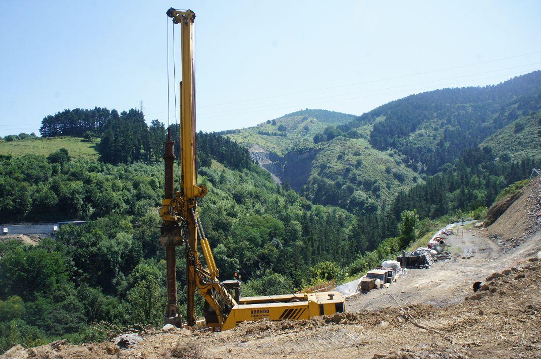 foto-5-maquinas-trabajando-en-el-valle-de-bolintxu_0